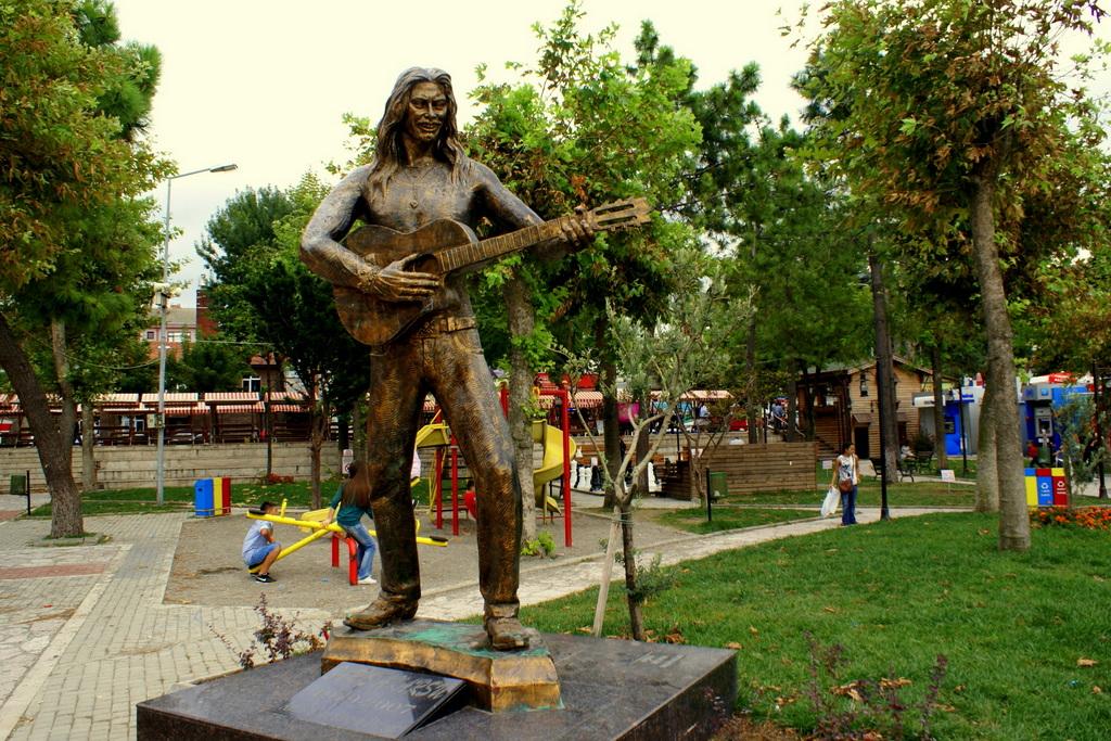 Bartın'da Barış Akarsu Heykeli
