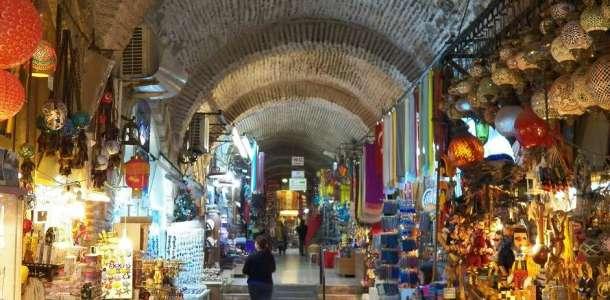 İzmir Kemeraltı Kızlarağası Hanında fincanda pişen kahve