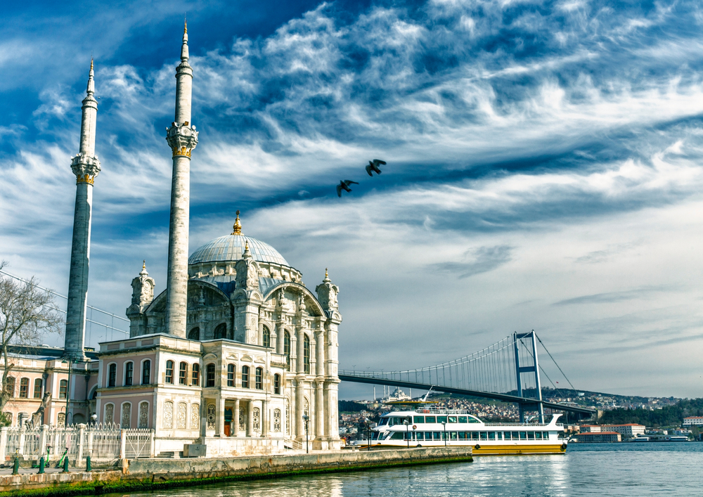 ortaköy istanbul manzarası, boğaz köprüsü, cami, vapur, deniz