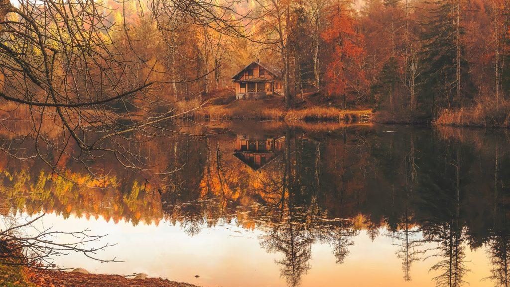 sonbaharda gezilecek yerler, ekimde gezilecek yerler, göl manzarası, orman manzarası