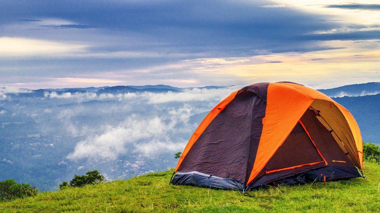 eylül ayında gezilecek yerler, kamp çadırı, doğa manzarası