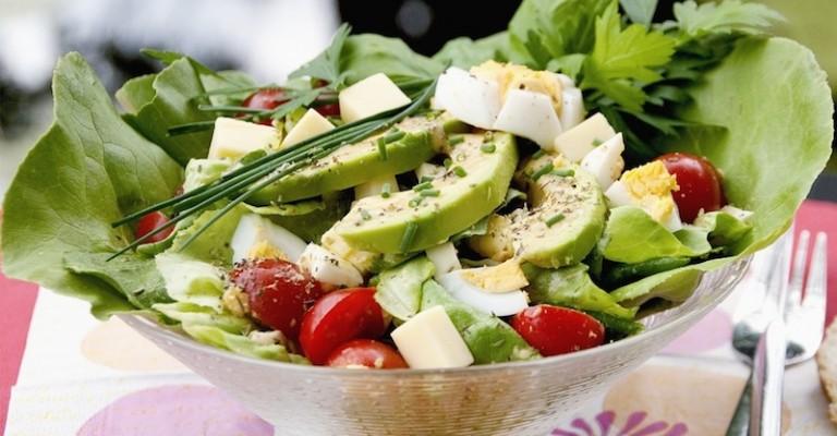 avokado peynir salata
