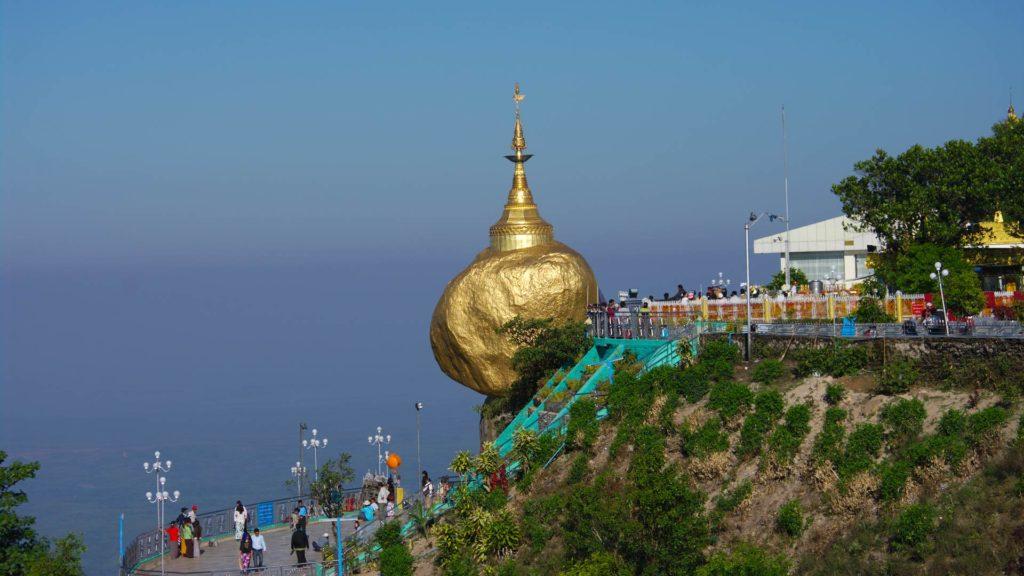 Yer çekimi olmayan yerler, Kyaiktiyo Pagoda, altın kaya tapınağı