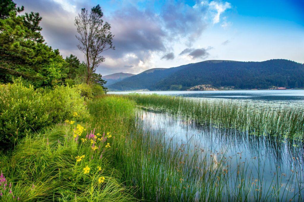 abant gölü, örencik, bolu, göl manzarası, dağ ve doğa resimleri, sonbaharda gezilecek yerler
