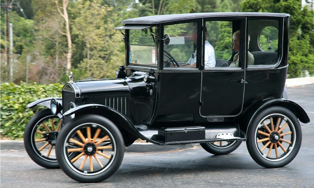 Ford Model T Siyah renkli müzede sergileniyor