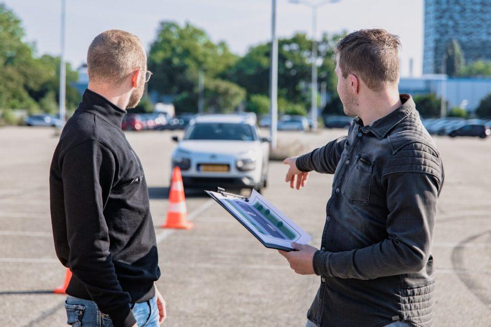 Konya araba sürme yerleri, direksiyon eğitimi veren sürüş eğitmeni ve acemi şoför