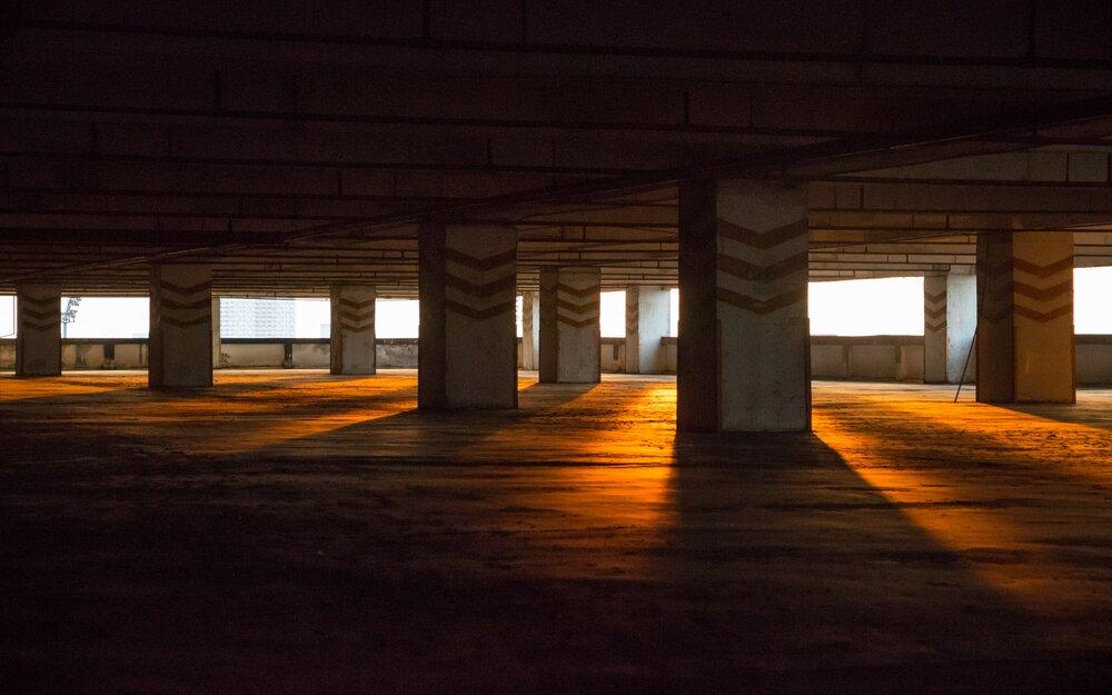 boş otopark, eskişehir'de araba sürmek için alanlar