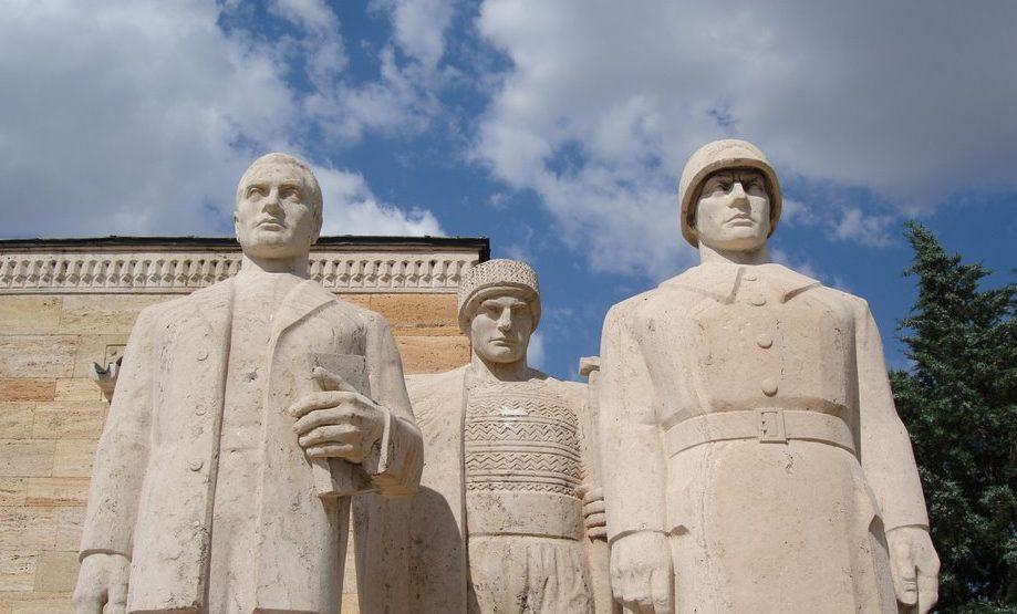 anıtkabir gezisi, erkek heykel grubu