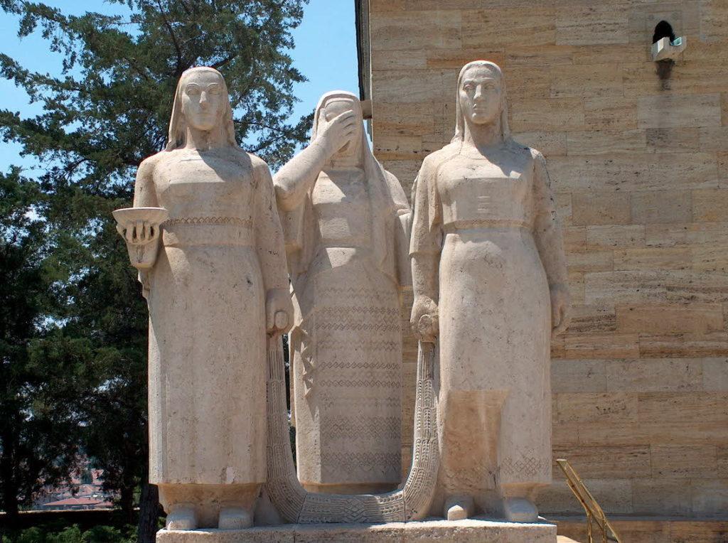 anıtkabir gezisi, kadın heykelleri