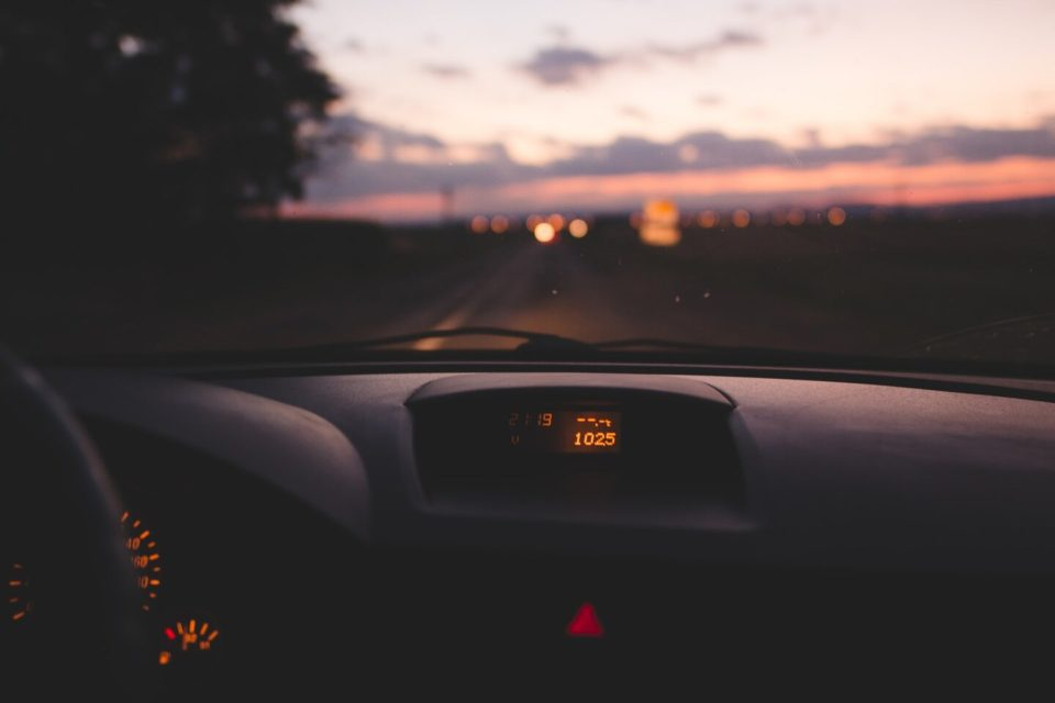 araba kiralama fiyatları ne kadar? arabayla yolculuk, araç içi